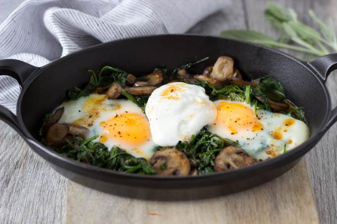 baked eggs with yogurt and chili 2