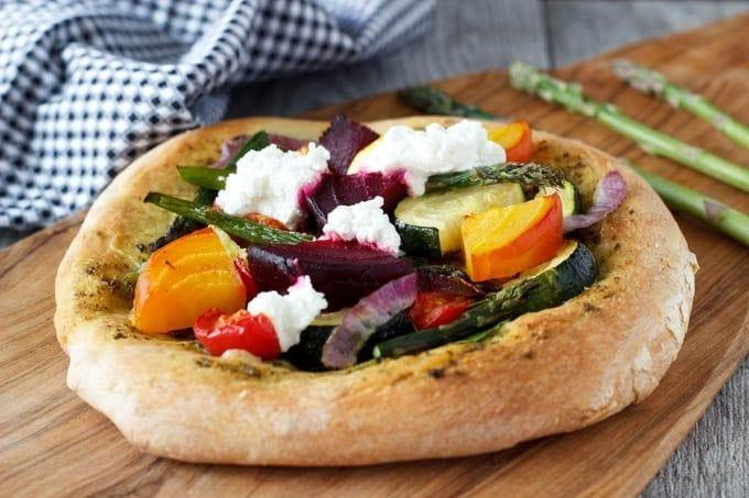 rustic veggie pizza featured