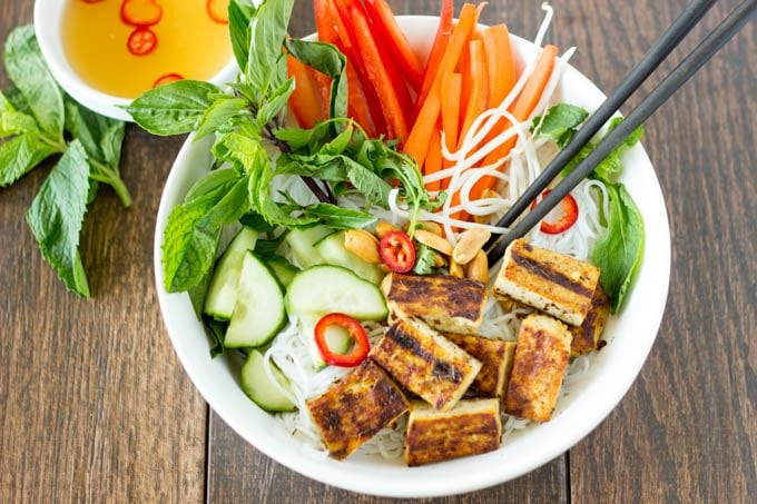 vietnamese noodle salad with grilled tofu 3