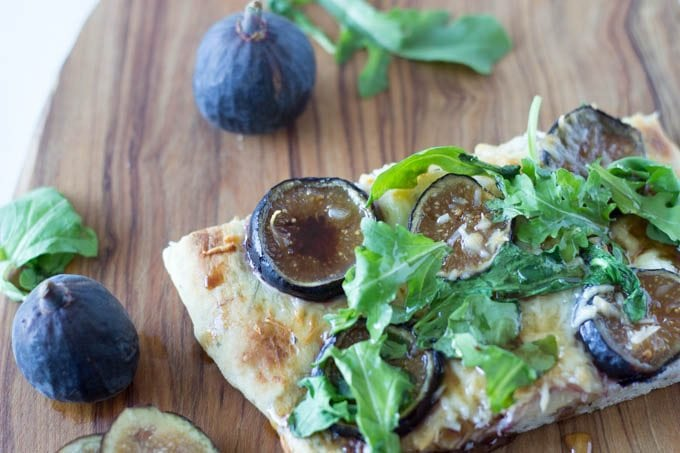 flatbreat  with fig  goat cheese and arugula