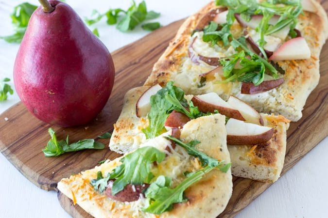 pear and goat cheese flatbread_