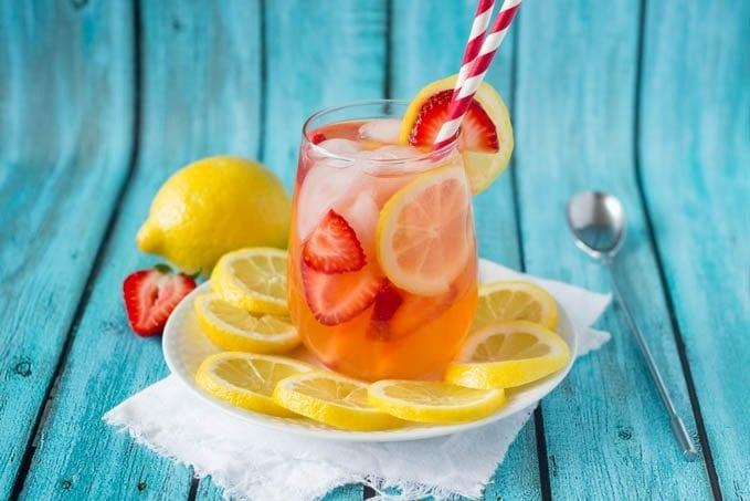 strawberry lemonade featured -simplehealthykitchen.com