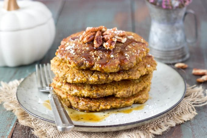 pumpkin-spice-quinoa pancakes featured