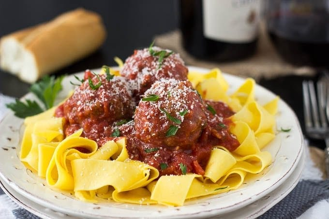 crockpot meatballs featured 680 px