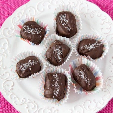sea-salt-caramels-dates-chocolate-chips