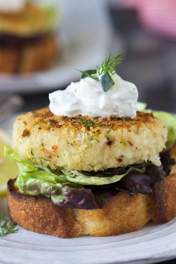 Enter the crab cake open-faced sandwich! Perfect for my above scenario ...