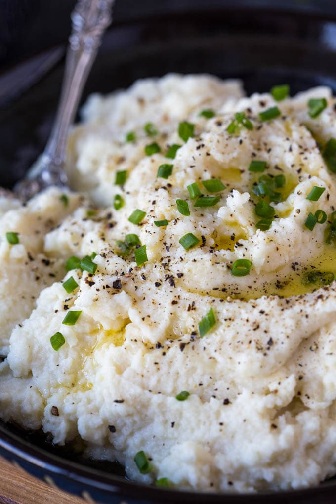 "Keto Sour Cream + Chive Mashed Cauliflower ""Potatoes"""