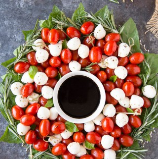 Caprese Salad Christmas Wreath Appetizer